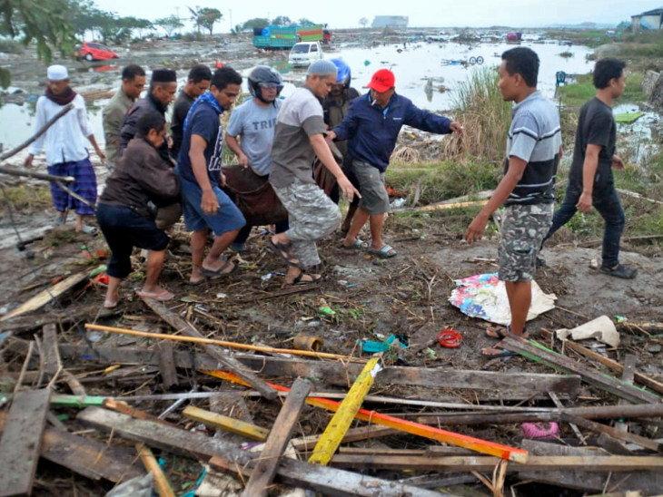 indonesia sulawesi tsunami photo